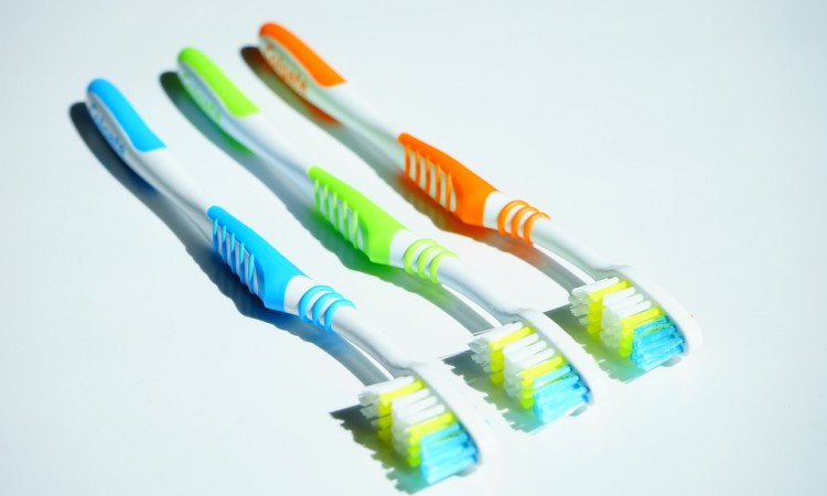 tooth-brushes-1117266_960_720